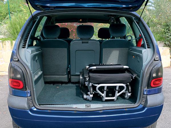 bagageutrymme Eloflex hopfällbar elrullstol, elektrisk rullstol, vikbar, portabel, lätt, låg vikt, egen bil, flyg, resa, kompakt, smidig
