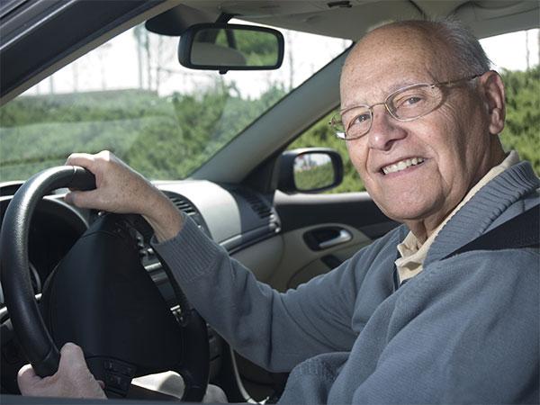 Pensionär, senior Eloflex hopfällbar elrullstol, elektrisk rullstol, vikbar, portabel, lätt, låg vikt, egen bil, flyg, resa, kompakt, smidig