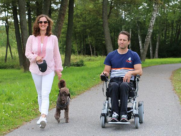 Ryggmärgsskada Eloflex hopfällbar elrullstol, elektrisk rullstol, vikbar, portabel, lätt, låg vikt, egen bil, flyg, resa, kompakt, smidig