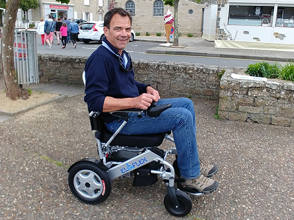 Diagnos sjukdom Eloflex hopfällbar elrullstol, elektrisk rullstol, vikbar, portabel, lätt, låg vikt, egen bil, flyg, resa, kompakt, smidig