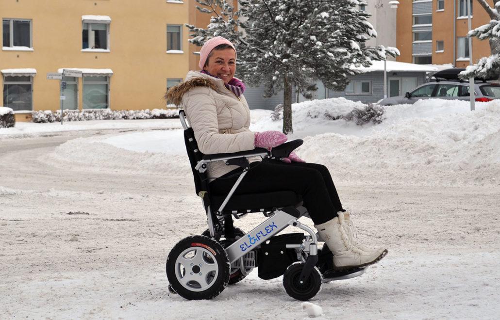 Eloflex hopfällbara elrullstol ger dig möjlighet till vinterpromenader och frisk luft