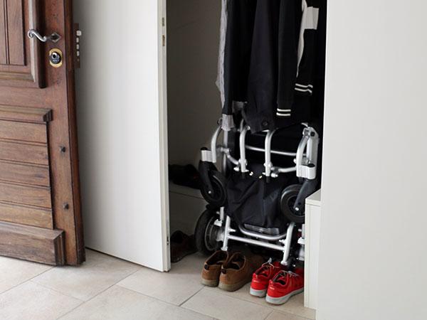 Garderob Eloflex hopfällbar elrullstol, elektrisk rullstol, vikbar, portabel, lätt, låg vikt, egen bil, flyg, resa, kompakt, smidig