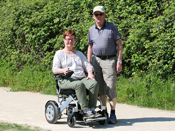 Promenad Eloflex hopfällbar elrullstol, elektrisk rullstol, vikbar, portabel, lätt, låg vikt, egen bil, flyg, resa, kompakt, smidig