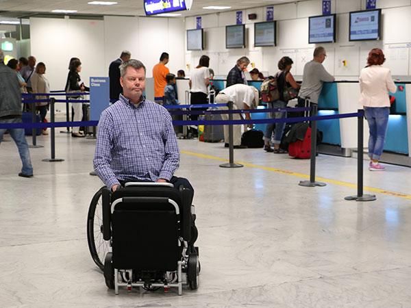 flygresan Eloflex hopfällbar elrullstol, elektrisk rullstol, vikbar, portabel, lätt, låg vikt, egen bil, flyg, resa, kompakt, smidig