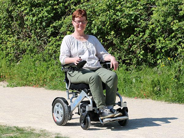 promenad, senior Eloflex hopfällbar elrullstol, elektrisk rullstol, vikbar, portabel, lätt, låg vikt, egen bil, flyg, resa, kompakt, smidig
