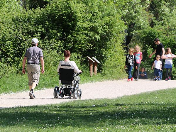 senior, pensionär, ålderdom, äldre, Eloflex hopfällbar elrullstol, elektrisk rullstol, vikbar, portabel, lätt, låg vikt, egen bil, flyg, resa, kompakt, smidig