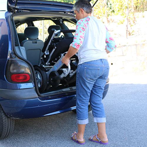 Eloflex hopfällbar elrullstol lyfta in i bilen